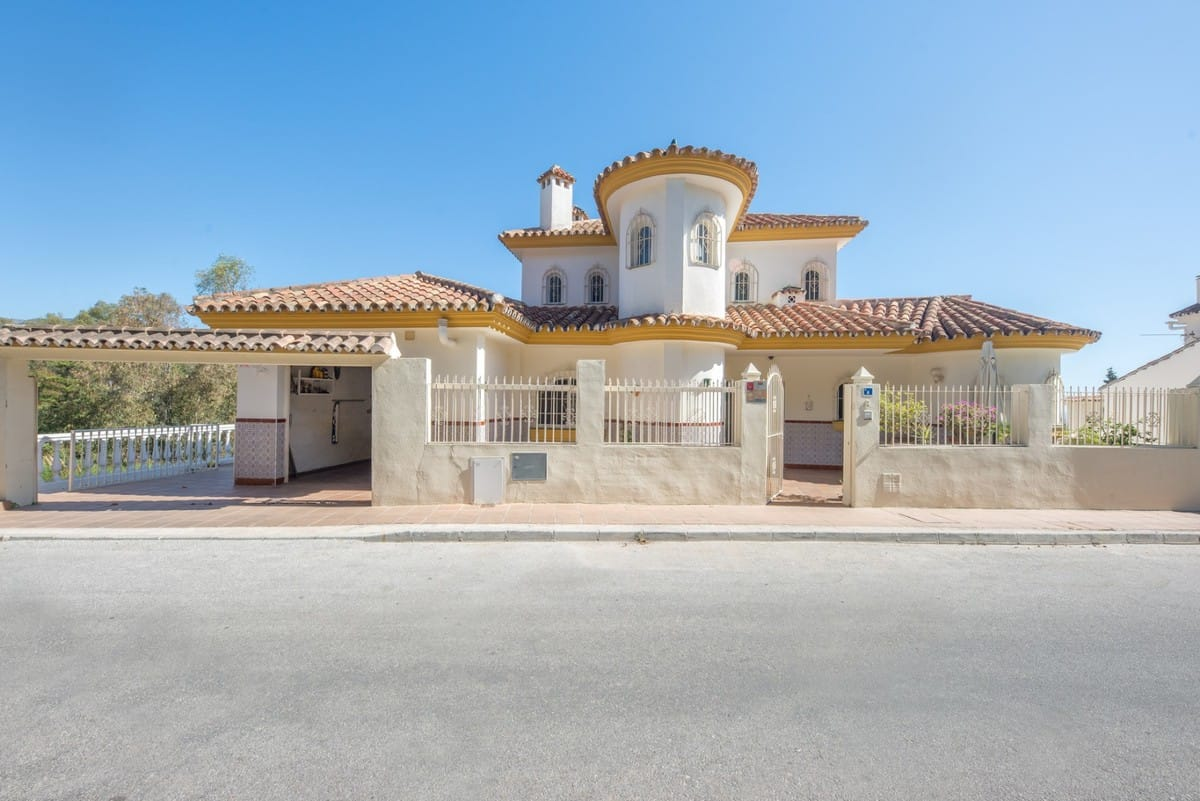 Villa As Two Apartments – Ideal Home and Income. Border of Mijas and Fuengirola