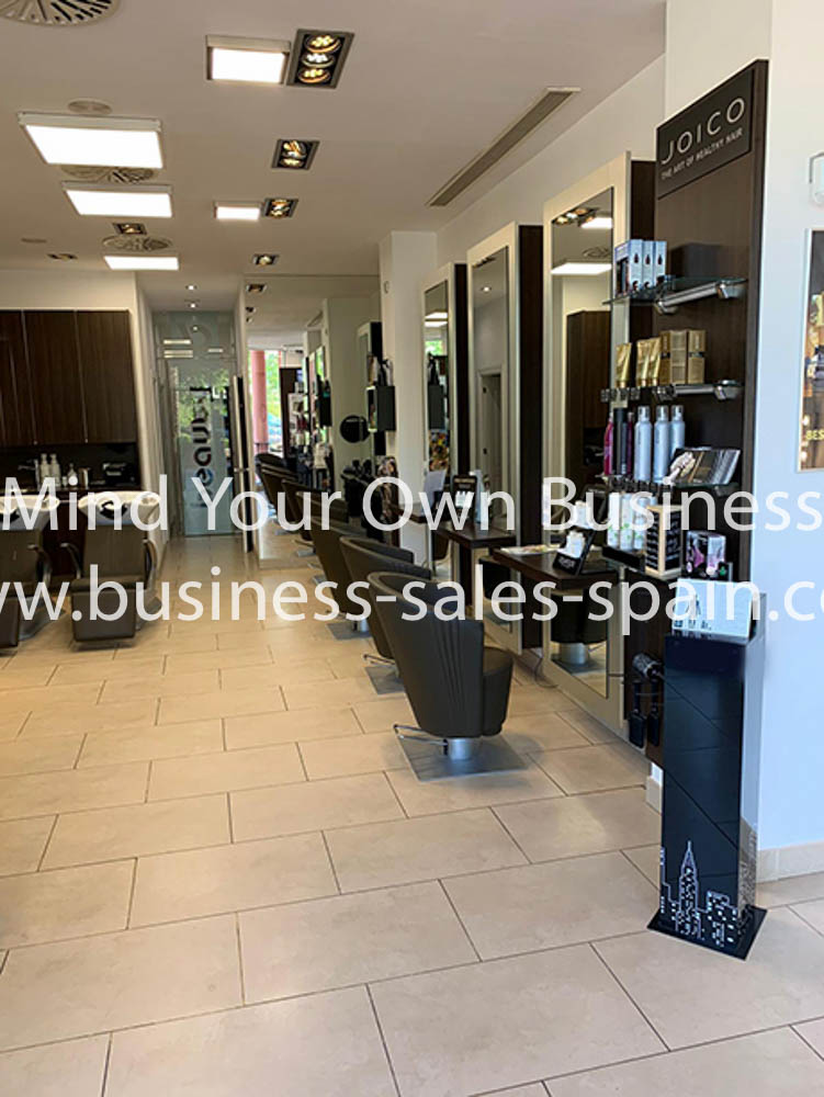 Freehold Hairdressing and Beauty Salon Close Estepona