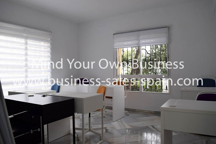 Office Suite and Apartments Suitable For a Variety of Uses Close to Marbella.